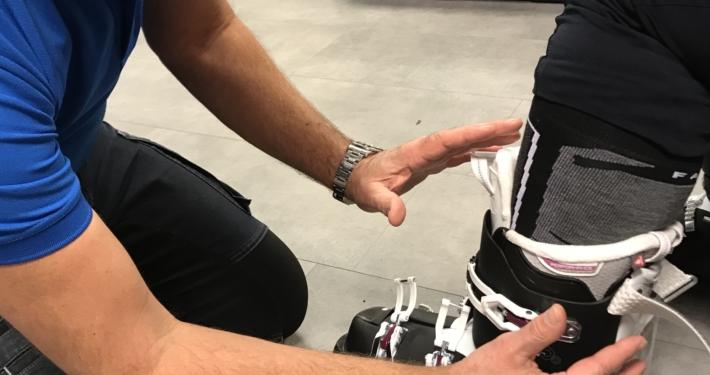 Skischoen aanmeten bij pijn aan de kuit